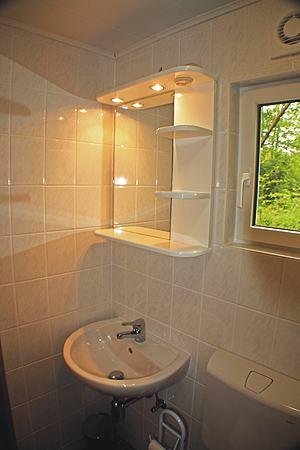 ferienhaus bungalow in seedorf mecklenburgische seenplatte am malchiner see hunde erlaubt. Black Bedroom Furniture Sets. Home Design Ideas